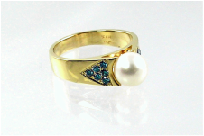 14-karat yellow gold ring with saltwater pearl, beadset blue diamonds on shoulders